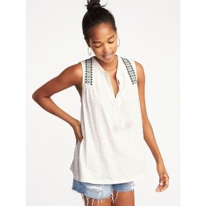 ❌Clearance❌ Old Navy Embroidered Tassel Tie Top